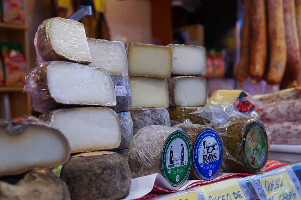 Artisan tastings on a culinary tour in Europe