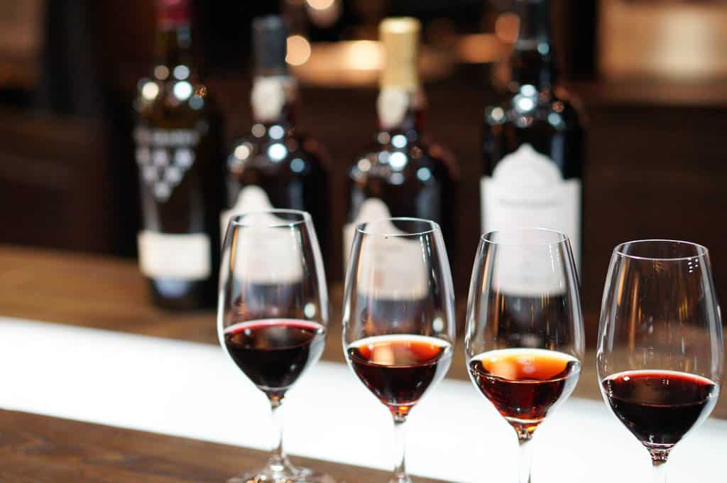 What is a Porto wine tasting in Vila Nova de Gaia