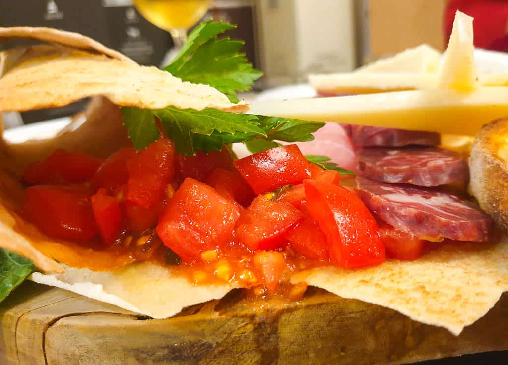 Sardinia cuisine - pane carasau
