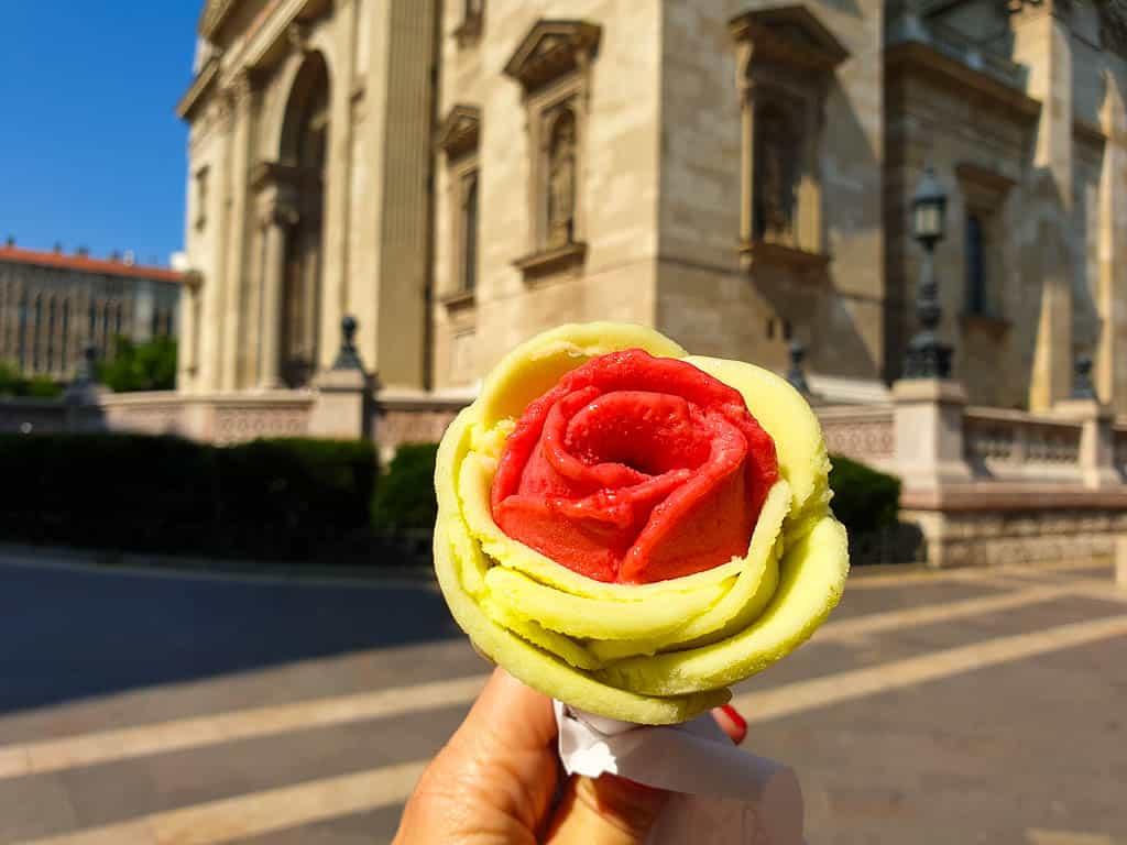 Gelarto Rosa Budapest - Rose shaped gelato