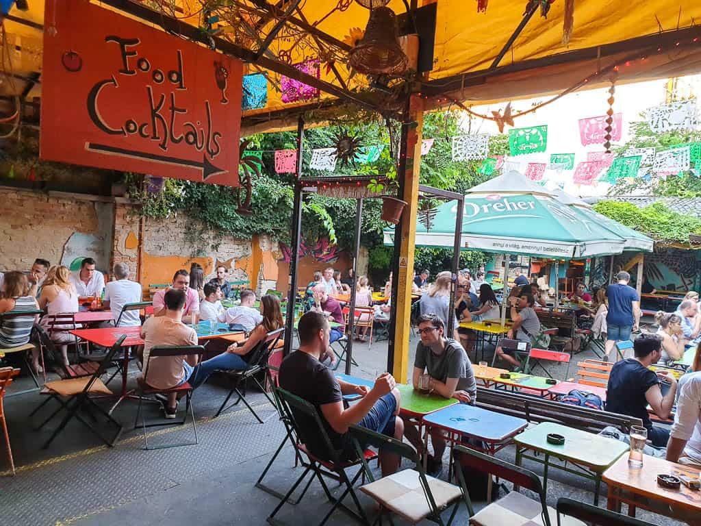 Ellátó Kert Budapest ruin pub