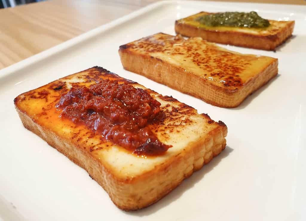 queso a la plancha con miel de palma