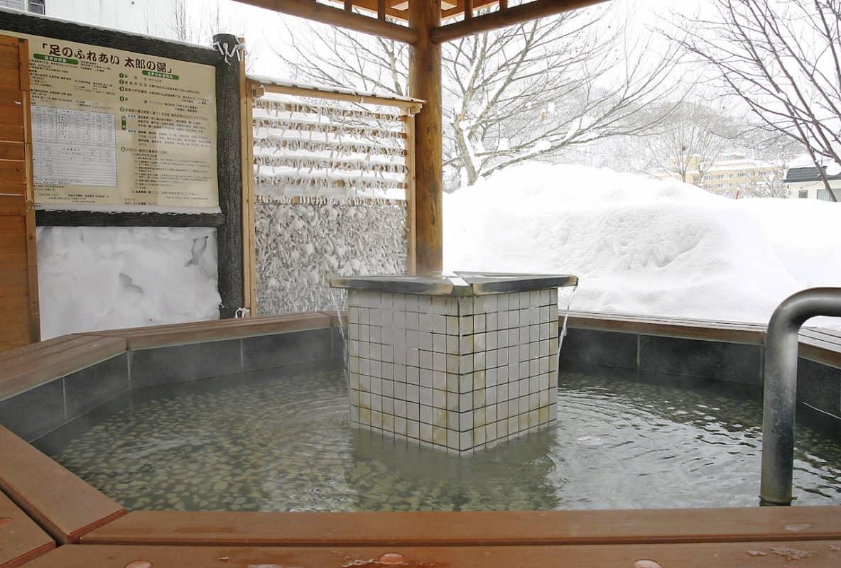 hokkaido japan winter onsen