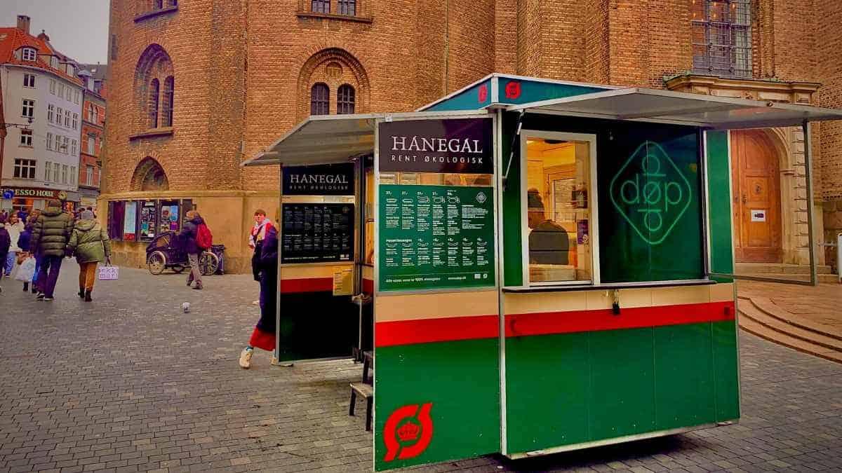 budget eats in Copenhagen at hot dog wagons
