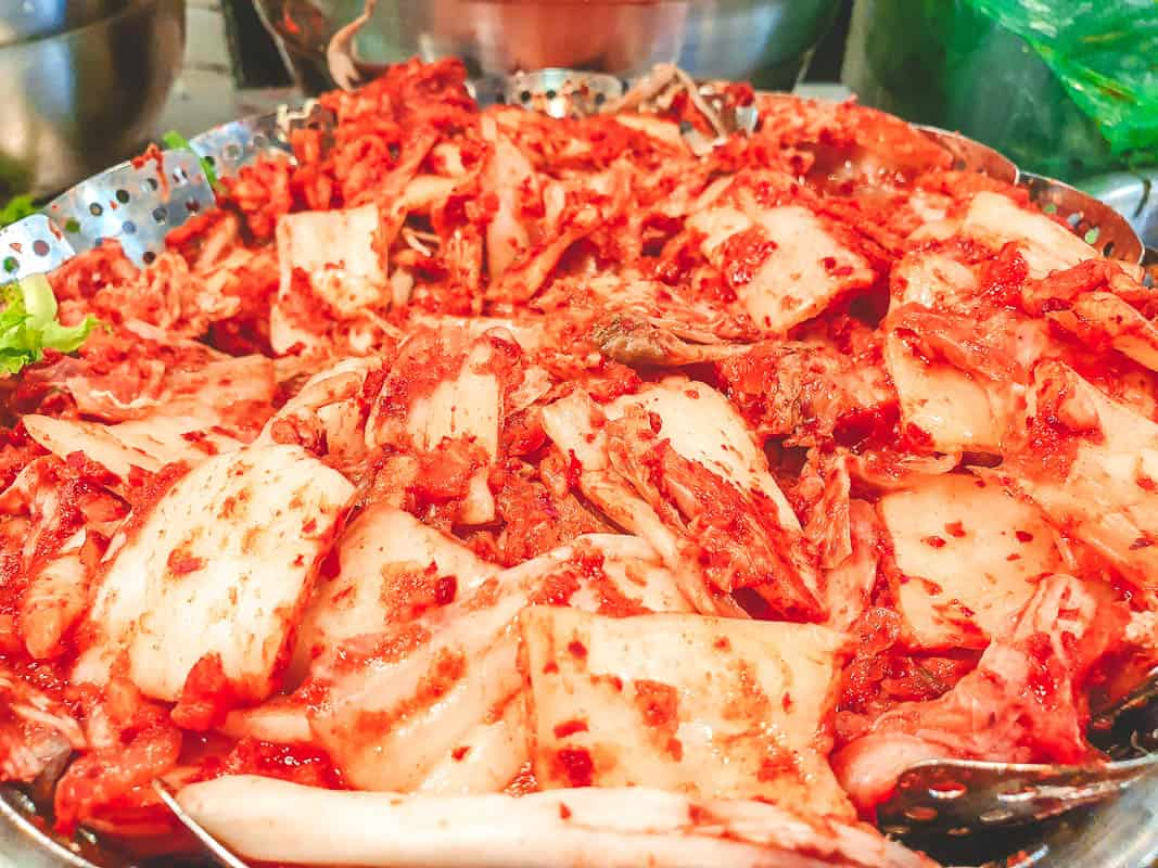 eating kimchi in Seol