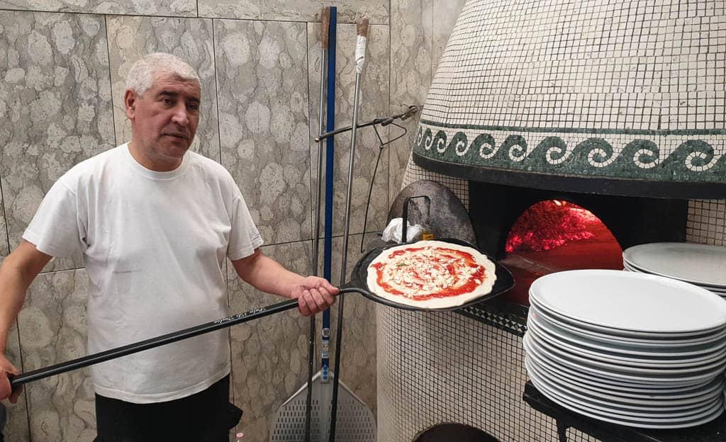 best neighborhoods in Naples for pizza
