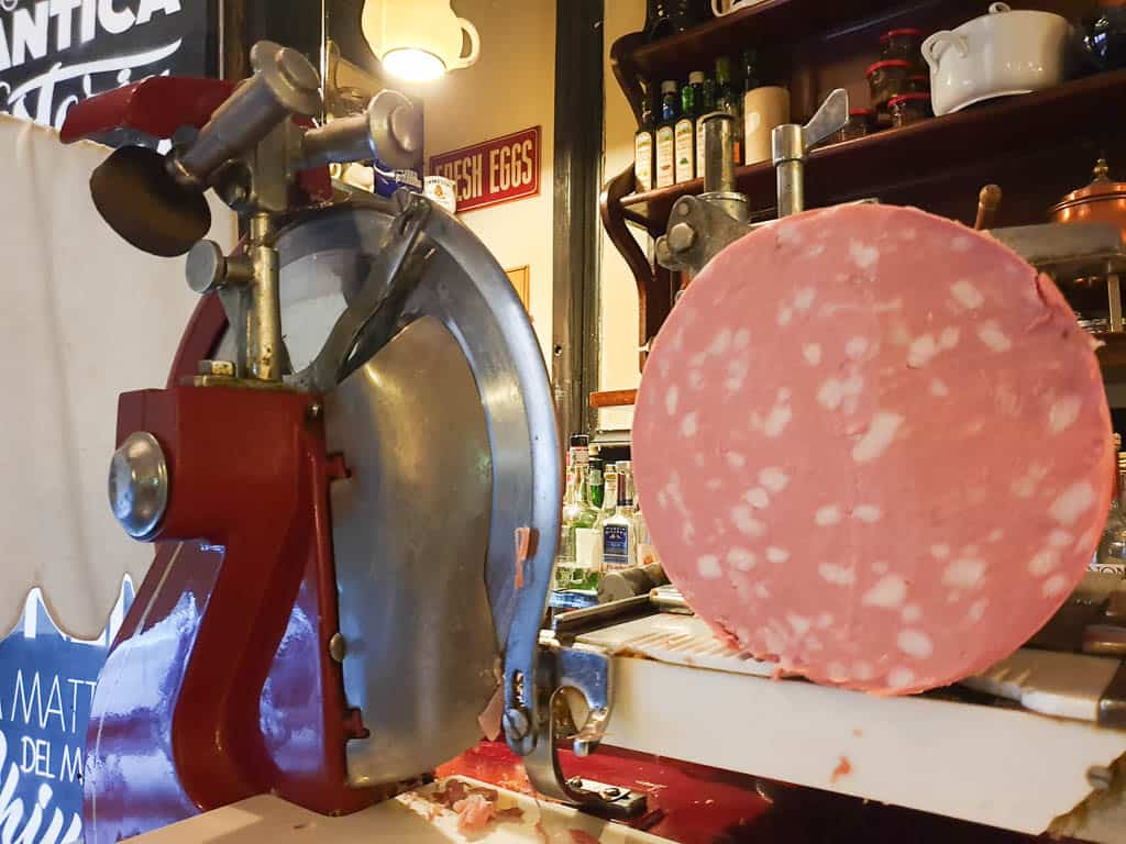 How to slice mortadella