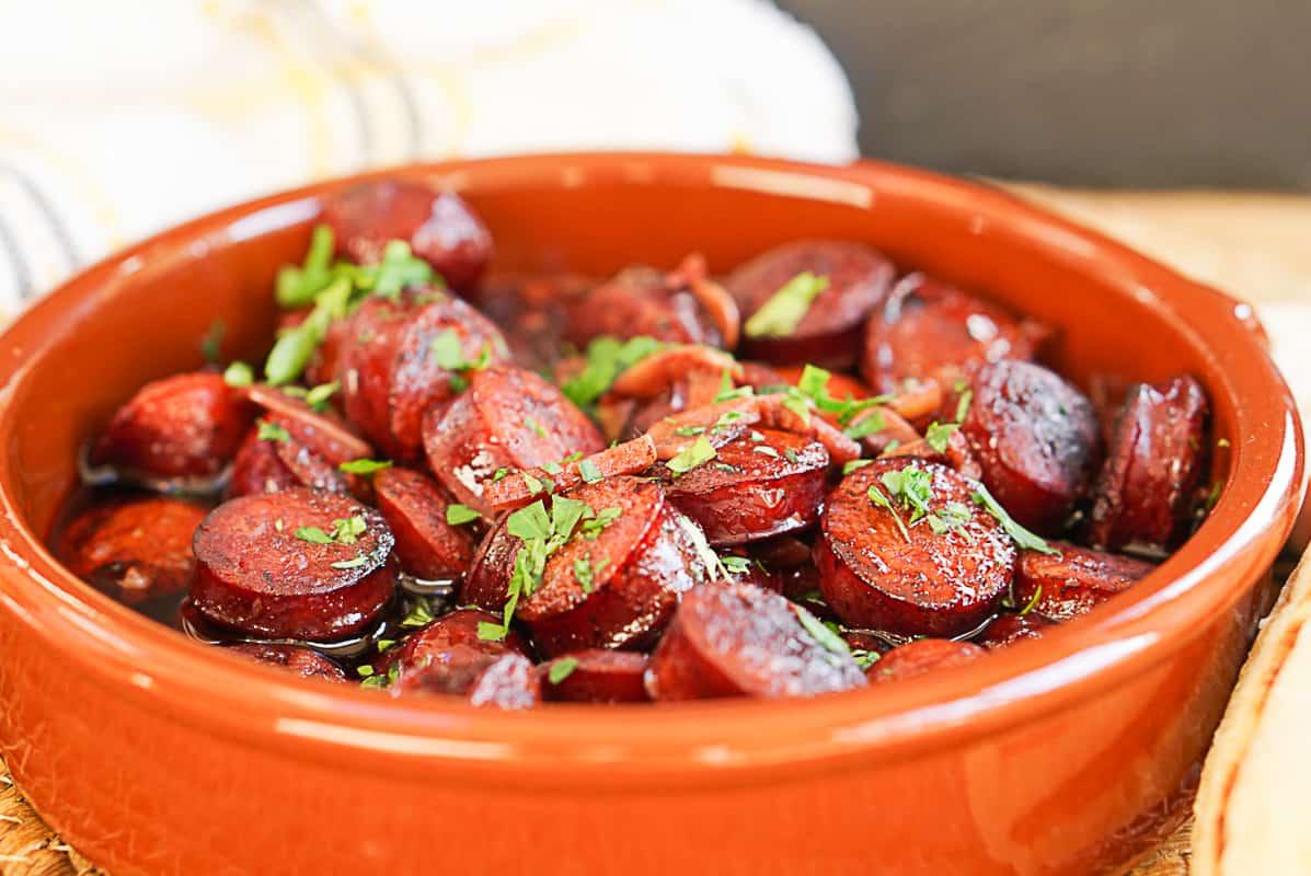Chorizo frito al vino recipe