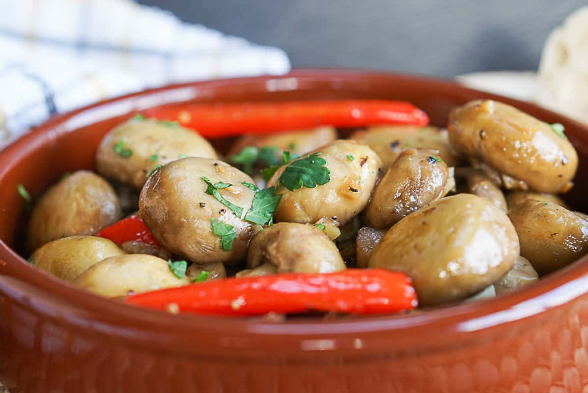Champinones Al Ajillo - Spanish Garlic Mushroom Tapas Recipe